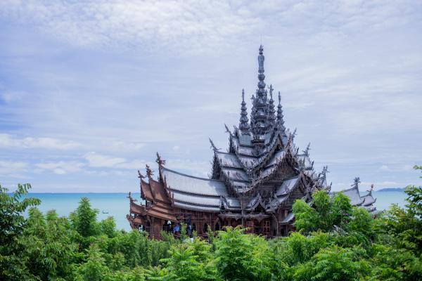 Le sanctuaire de vérité et la mer